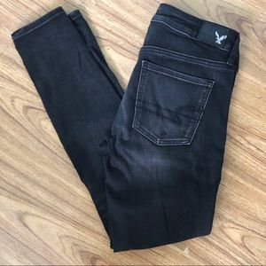 2/$35 AE Distressed Black Jegging Size 6